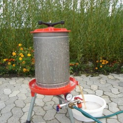 Lej et mosteri m/ el-kværn og hydropresser 1 time.
